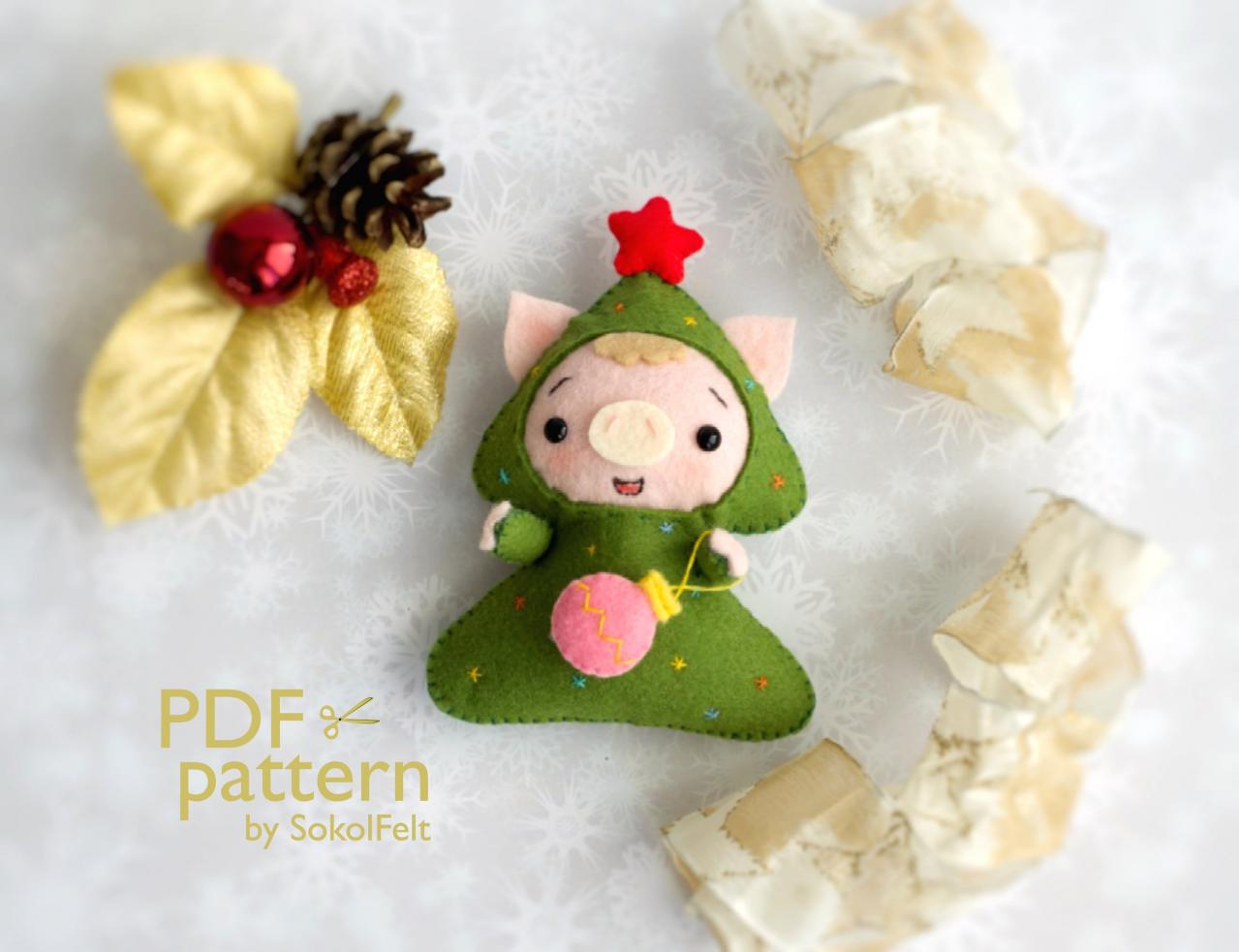 Christmas pig toy sewing PDF Pattern, Felt Christmas piglet in a tree costume ornament, Christmas tree toy, Baby crib mobile toy