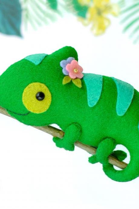 Chameleon felt toy sewing PDF and SVG Pattern, Felt woodland animal pattern, Cute lizard softie, baby crib mobile toy