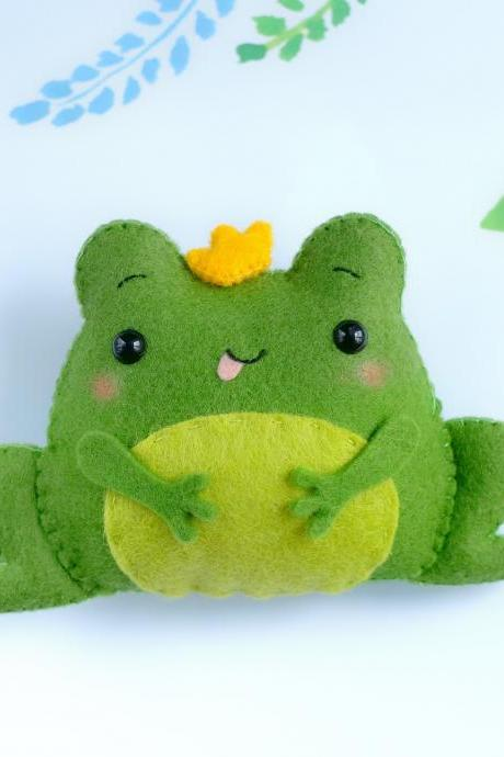 Felt frog toy PDF pattern, The frog princess, baby crib mobile toy