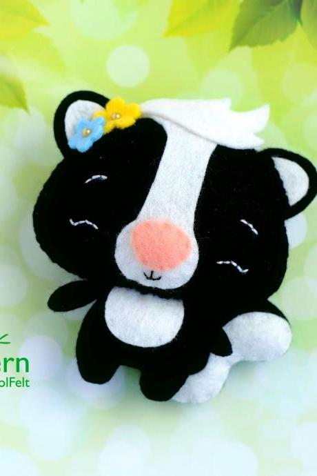 Skunk PDF pattern, Felt woodland animal plush toy sewing tutorial, Baby crib mobile toy, Skunk ornament
